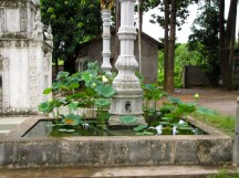 The lotus pond around the memorial - Wat Champuh Ka'ek, Kandal