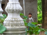 Local kids hang around the memorial and temple site - Wat Champuh Ka'ek, Kandal