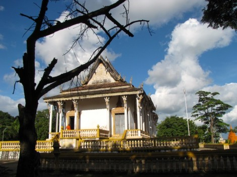 Front side of the main pagoda - Wat Baray Choan Daek, Kampong Thom