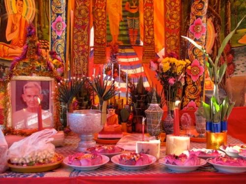 The carefully arranged altar - Samroung, Takeo