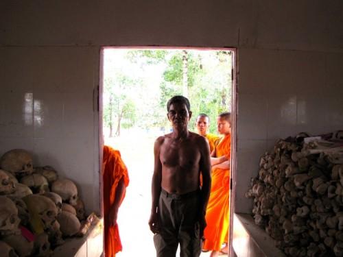 Chin Sen looking into the genocide memorial - Wat Kampong Tralach, Kampot