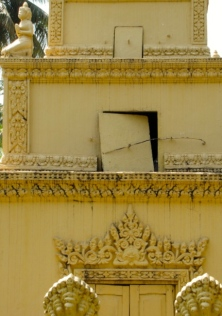 Close-up of the three tiers that make up the memorial - Wat Chrey, Battambang