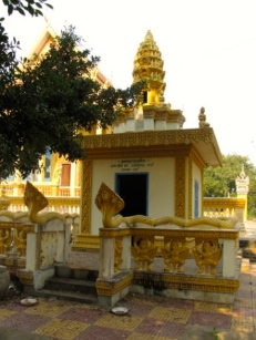 Another memorial built as a result of donations from Cambodians abroad - Wat Tha Loas Chah, Battambang (Photo by Angela Lim)