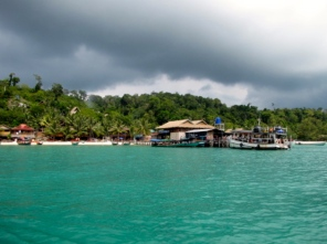 Coming up to the main pier - Koh Rong, Kampong Som