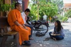 Chatting with Venerable Nhork Penh and his high school mate - Wat Ounalom, Phnom Penh (Photo by Tom Som)