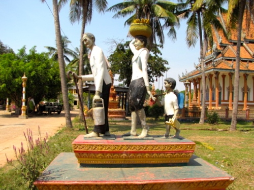 Example of one of the many statues found on the grounds of Battambang temples - Wat Chrey, Battambang (Photo by Angela Lim)